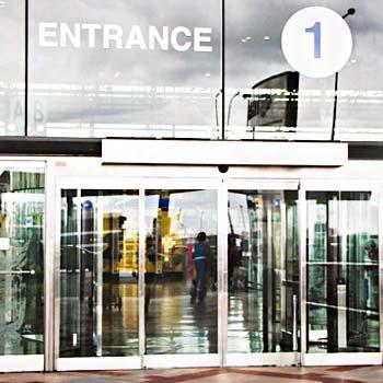 ประตูทางเข้า ที่ท่าอากาศยานไทย