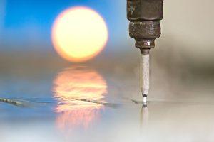 """การตัดวัสดุด้วย """"น้ำ"""" ที่มีแรงดันสูง (Abrasive waterjets)"""
