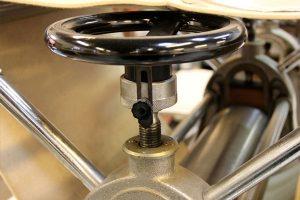 ทำความรู้จักชนิด ประเภทของเครื่องกด และงานปั๊ม (Press Machines)
