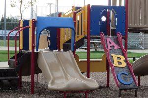 สนามเด็กเล่น ประโชยน์สำหรับการสร้างพัฒนาการ ของเด็กเล็ก กับการเข้าสังคมในปัจจุบัน